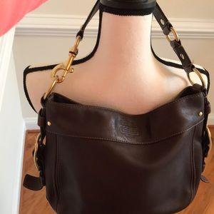 COACH: Beautiful chocolate brown shoulder bag